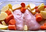 Pečená kuřecí prsa s bramborem a mrkví z jednoho pekáčku (bez tuku)