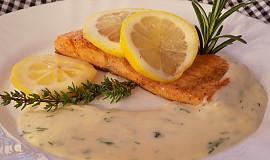 Pstruh lososovitý s citronovou omáčkou