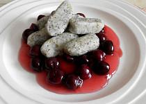 Bramborovo-makové šlejšky s višňovou omáčkou
