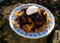 Perníkové nudle (těstoviny) s povidlovým přelivem