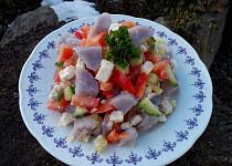 Salát z fialových brambor se zeleninou a bílým sýrem