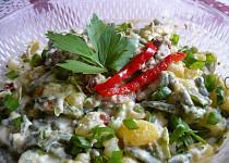 Bramborový salát s fazolkami a sušenými rajčaty