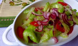 Lehký salát z řapíkatého celeru