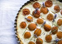 Ovesný koláč s meruňkami a levandulí
