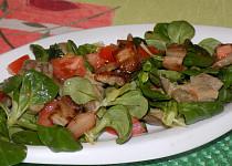 Salát z polníčku s houbami a slaninou