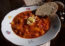 Bramborovo-zeleninový guláš