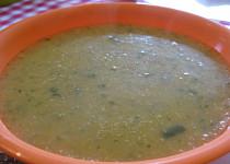 Cuketová polévka s batátem a quinoou