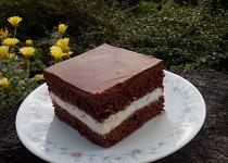 Čokoládové řezy ze zakysané smetany
