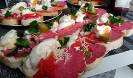Rychlá pomazánka na chlebíčky z několika druhů sýrů
