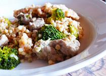 Smetanová tarhoňa s krůtou a brokolicí