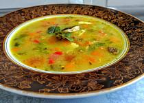 Zeleninová polévka se žampiony, zahuštěná hraškou