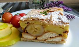 Listový  koláč s jablky, banány a pudinkem