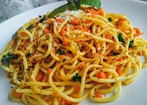 Bezmasá večeře ze špaget, mrkve a papriček
