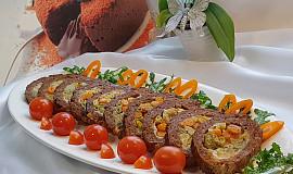 Sekaná roláda s vinnou klobásou a zeleninou