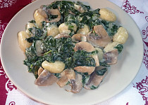Gnocchi s medvědím česnekem, žampiony a smetanou