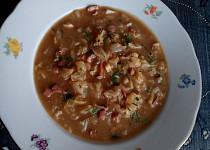 Kapustová polévka se slaninou