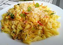 Pětiminutový oběd aneb  těstoviny se sýrem,  bylinkami a ostřejším kořením