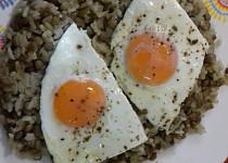 Rýže s čočkou a volským okem