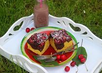 Dvoubarevný koláč s třešněmi