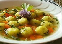 Králičí vývar s bramborovými knedlíčky