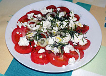 Rajčatový salát s tvarohem