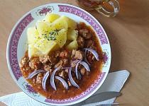 Sójový guláš s paprikou