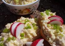 Vajíčková pomazánka se sýrem a šunkou