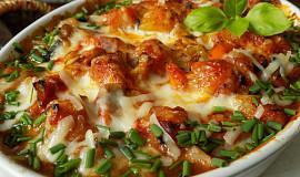 Zelenina dušená na slanině a zapečená se sýrem