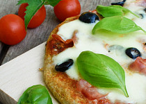 Jednoduchá celozrnná pizza s kvasem