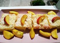 Rebarborovo tvarohový koláč s drobenkou