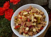 Sojový salát se sýrem a zeleninou
