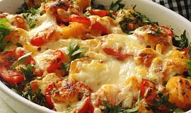 Zapečené mačkané brambory se šunkou a rajčaty