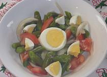 Fazolkový salát s rajčaty a vejci