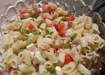 Jednoduchý těstovinový salát s tuňákem