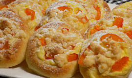 Koláčky s tvarohem a meruňkami