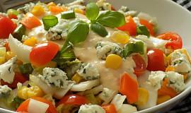 Pestrý zeleninový salát s Nivou a lehce pikantní zálivkou