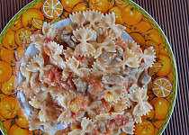 Smetano-rajčatové těstoviny s mozzarellou