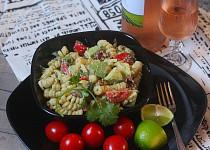 Těstovinový salát s avokádem a avokádovým dresinkem