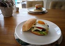 Hamburgery s volským okem a žampiony