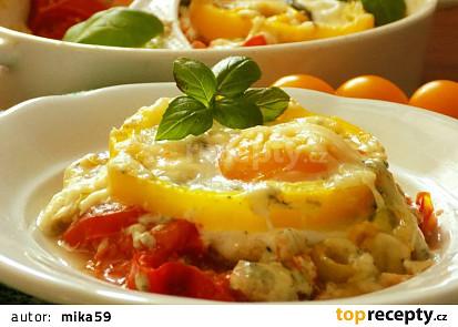 Rajčata zapečená s vejci a dvěma druhy sýrů