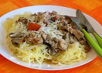 Špagetová dýně s kuřecím masem