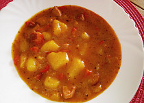 Bramborový guláš s paprikami