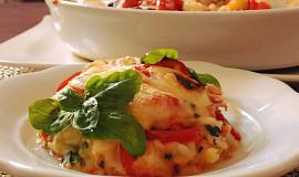 Bylinkové brambory zapečené s rajčaty a sýrem