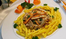 Hlíva ústřičná na smetaně s mrkví, petrželkou a těstoviny Strozzapreti