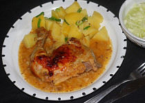 Kuře pečené v cibulové omáčce
