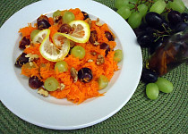 Mrkvový salát s bobulemi