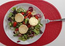 Rozpečený kozí sýr na listovém salátu