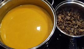 Rychlá dýňová polévka s restovanými žampiony