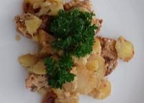 Zapečená kuřecí prsa s bramborami ve smetaně