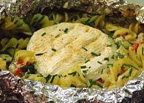Zapečené jednoporcové těstoviny se sýrem v alobalu